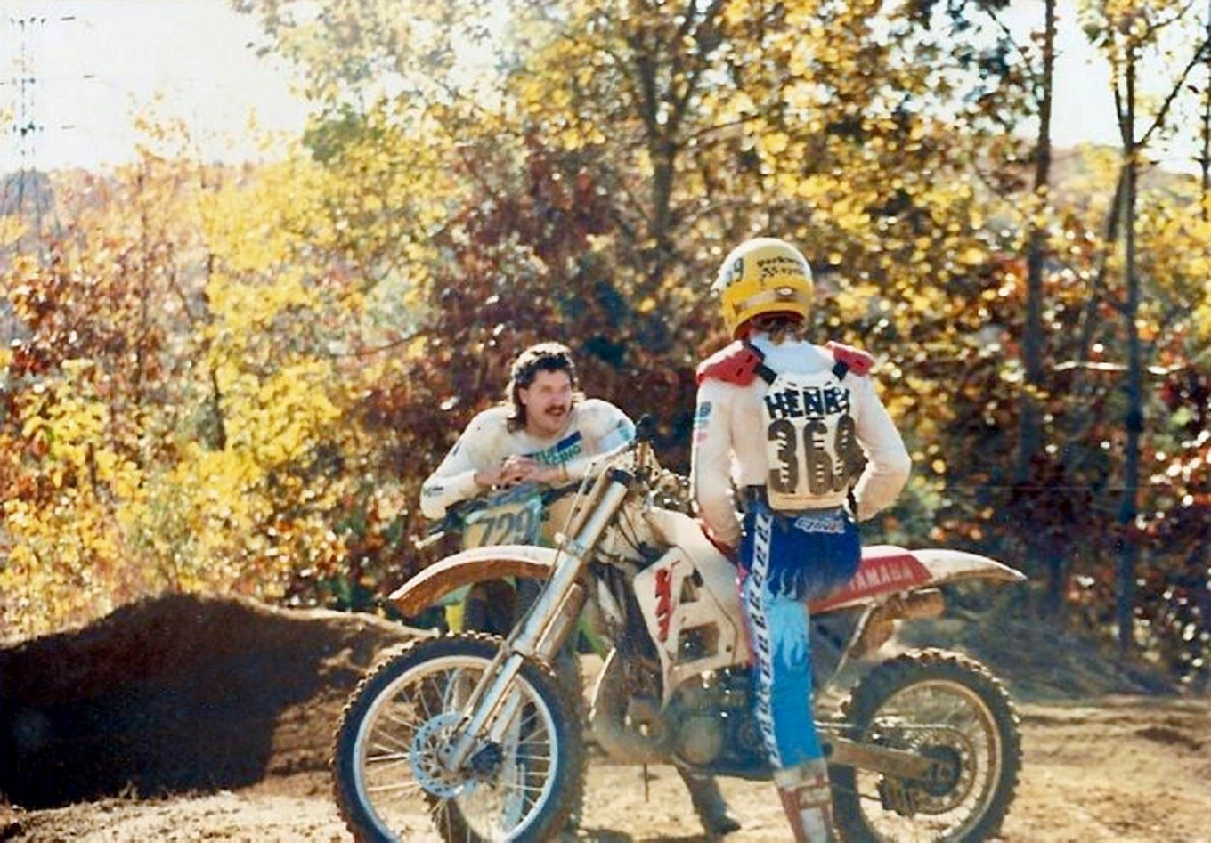 Nobody cared how you looked at The Dam. Nobody cared if your bike had all the parts and pieces attached. Bruce Hawes and Doug Henry chat between motos - Photo courtesy Hawes